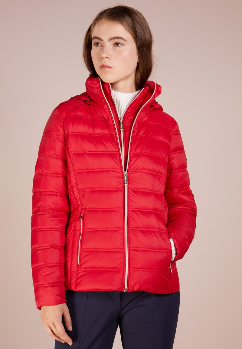 MICHAEL Michael Kors - SHORT PACKABLE PUFFER HOOD - Dunjakker - red