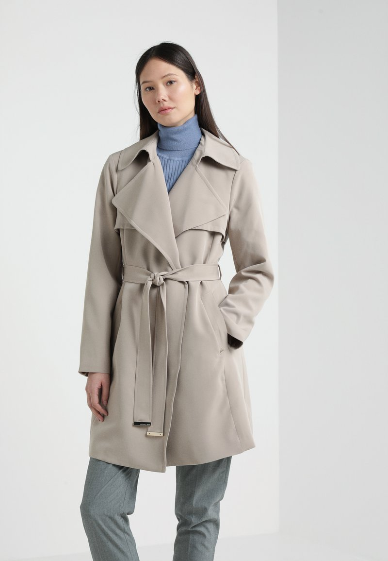 MICHAEL Michael Kors - DRAPEY TRENCH WITH TIE - Trenchcoat - taupe