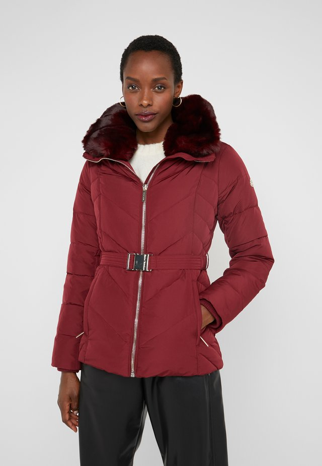 FITTED PUFFER - Untuvatakki - dark brandy