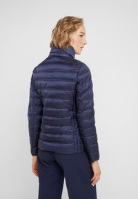 MICHAEL Michael Kors - SHORT PACKABLE PUFFER WITH HOOD - Chaqueta de plumas - dark navy - 3