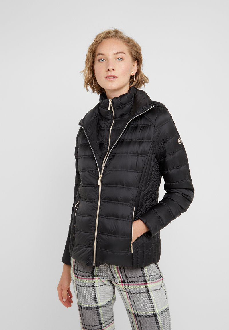 MICHAEL Michael Kors - SHORT PACKABLE PUFFER WITH HOOD - Down jacket - black