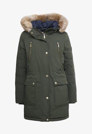 Kabát zprachového peří - ivy