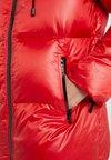 MICHAEL Michael Kors - LOGO ZIPPER GAURD  - Kabát zprachového peří - scarlet