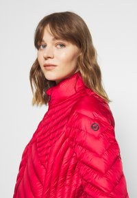 MICHAEL Michael Kors - FITTED PACKABLE PUFFER - Down jacket - red - 4