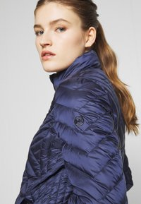 MICHAEL Michael Kors - FITTED PACKABLE PUFFER - Kurtka puchowa - true navy - 5