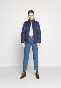 MICHAEL Michael Kors - FITTED PACKABLE PUFFER - Kurtka puchowa - true navy - 1