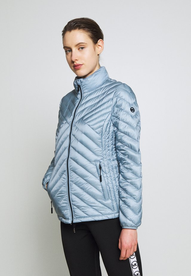 FITTED PACKABLE PUFFER - Gewatteerde jas - chambray