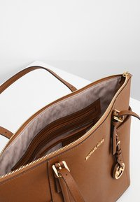 MICHAEL Michael Kors - Shopping bag - cognac - 4
