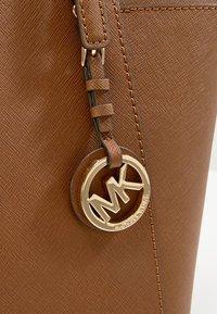 MICHAEL Michael Kors - Shopping bag - cognac - 6