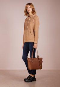 MICHAEL Michael Kors - Shopping bag - cognac - 1