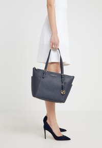 MICHAEL Michael Kors - Shopping Bag - admiral - 1