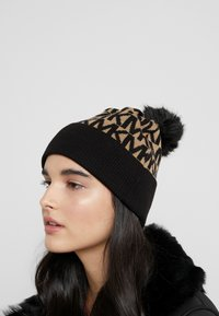 MICHAEL Michael Kors - ALLOVER POM BEANIE - Bonnet - dark camel/black - 1