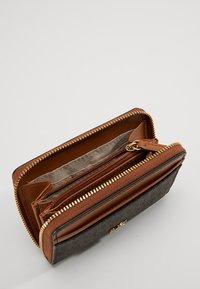 MICHAEL Michael Kors - MONEY PIECES COIN CARD CASE - Wallet - brown/acorn - 5