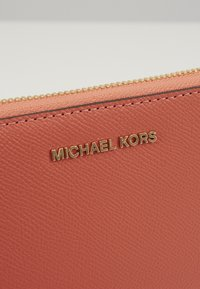 MICHAEL Michael Kors - JET SET FLAT CASE CROSSGRAIN  - Portemonnee - pnkgrapfruit - 2