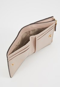 MICHAEL Michael Kors - JET SET SNAP BILLFOLD SMALL - Lompakko - soft pink - 6