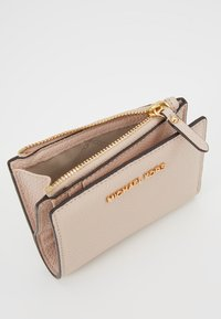 MICHAEL Michael Kors - JET SET SNAP BILLFOLD SMALL - Lompakko - soft pink - 5
