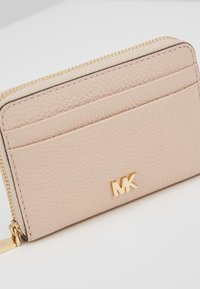 MICHAEL Michael Kors - COIN CARD CASE MERCER - Lompakko - soft pink - 2