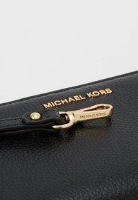 MICHAEL Michael Kors - JET SET FLAT CASE MERCER - Plånbok - black - 2