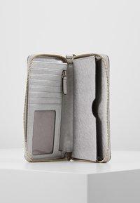 MICHAEL Michael Kors - Peněženka - silver-coloured - 5