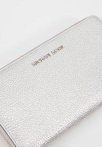 MICHAEL Michael Kors - Peněženka - silver-coloured - 2