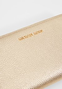 MICHAEL Michael Kors - Portemonnee - pale gold - 2