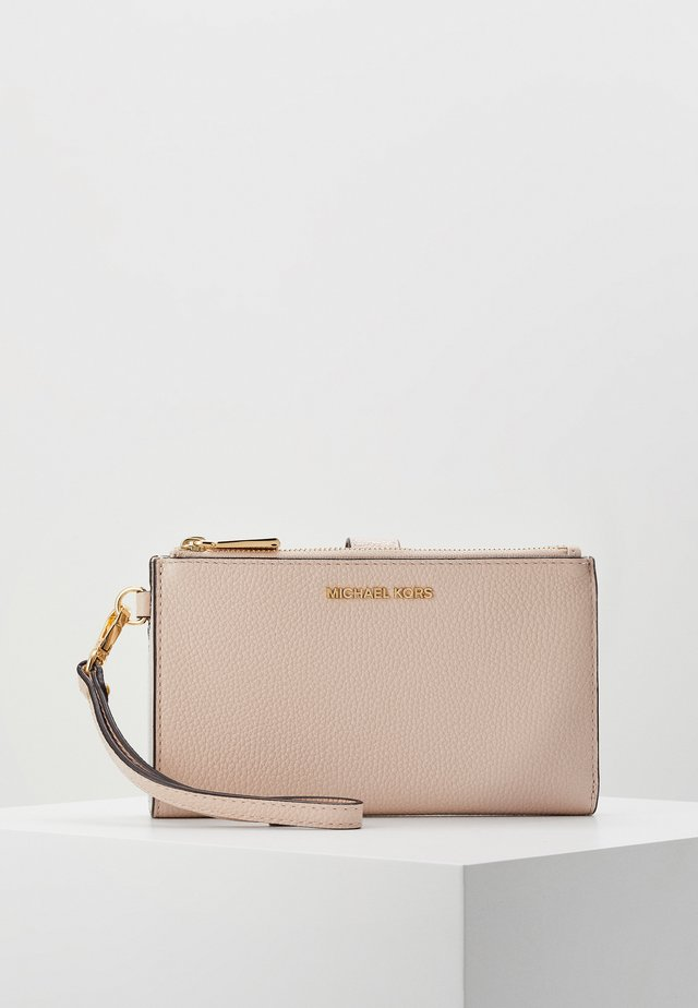 Wallet - soft pink