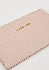 MICHAEL Michael Kors - JET SLIM CARD CASE - Portemonnee - soft pink - 2