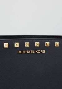 MICHAEL Michael Kors - SELMA MESSENGER - Across body bag - admiral - 6