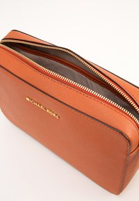 MICHAEL Michael Kors - JET SET TRAVEL CROSSBODY - Umhängetasche - orange - 5