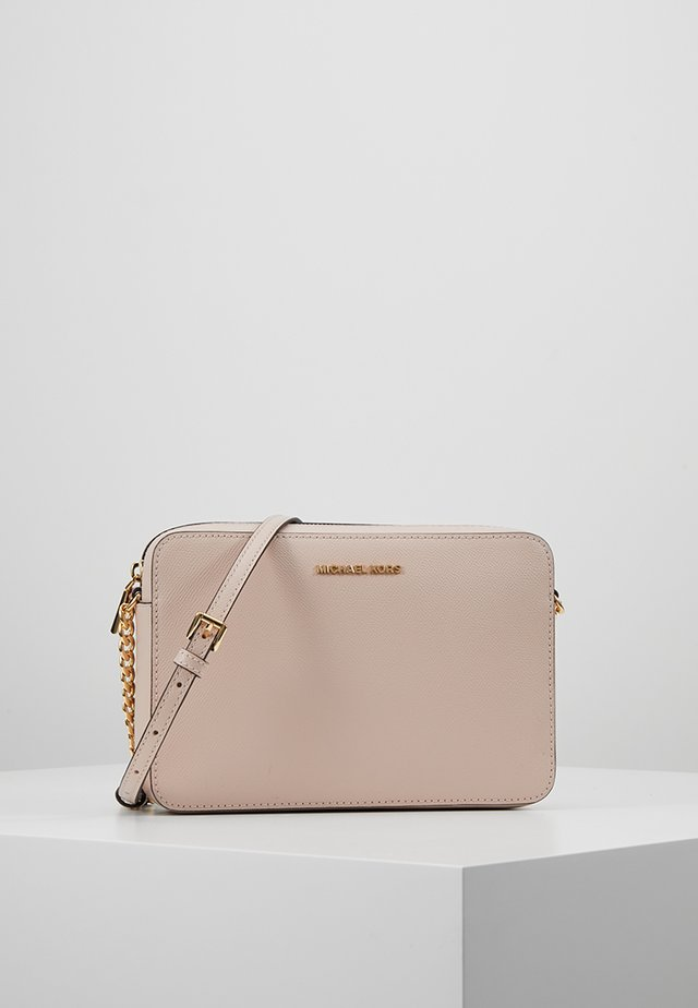 JET SET TRAVEL CROSSBODY - Olkalaukku - soft pink