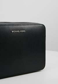 MICHAEL Michael Kors - JET SET TRAVEL  - Schoudertas - black - 6