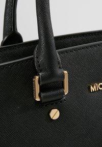 MICHAEL Michael Kors - SELMA SATCHEL  - Bolso de mano - black - 6