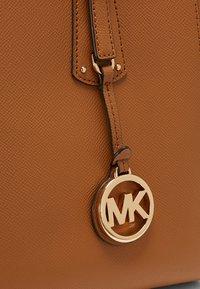 MICHAEL Michael Kors - VOYAGER  - Shopper - acorn - 5