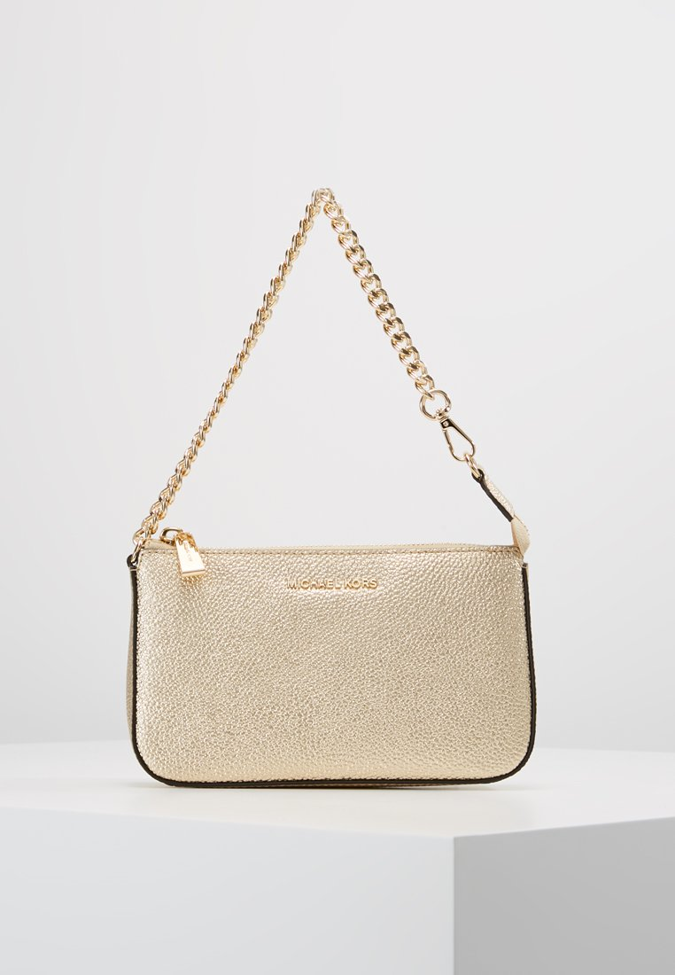 MICHAEL Michael Kors - JET SET CHAIN POUCHETTE MERCER PEBBLE  - Håndtasker - pale gold