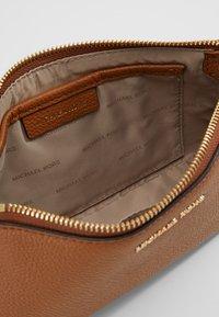 MICHAEL Michael Kors - Across body bag - acorn - 6