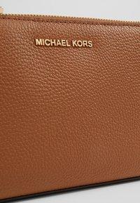 MICHAEL Michael Kors - Across body bag - acorn - 3