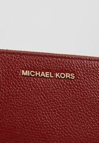MICHAEL Michael Kors - Bandolera - brandy - 6
