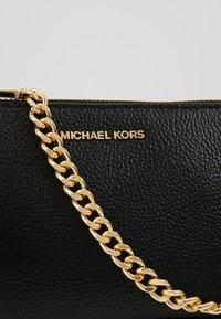MICHAEL Michael Kors - Torba na ramię - black - 6