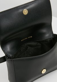 MICHAEL Michael Kors - MOTT BELT BAG - Sac banane - black - 5