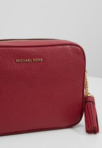 MICHAEL Michael Kors - Borsa a tracolla - berry - 6