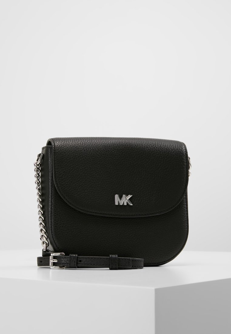 MICHAEL Michael Kors - MOTT HALF DOME CROSSBODY SMALL SHINY  - Torba na ramię - black