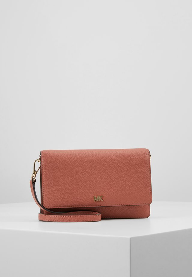 PHONE CROSSBODY - Psaníčko - sunset peach