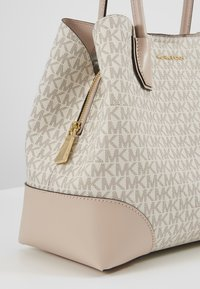 MICHAEL Michael Kors - MERCER CENTER ZIP TOTE - Kabelka - off-white - 5