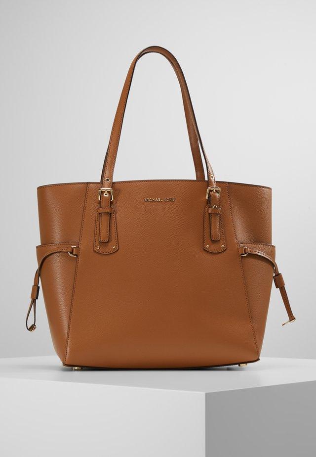 VOYAGER TOTE - Handbag - acorn