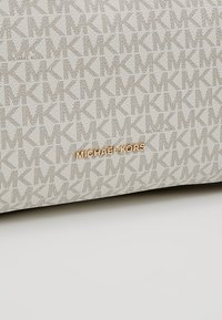 MICHAEL Michael Kors - RAVEN SHOULDER BAG - Handbag - vanilla - 6