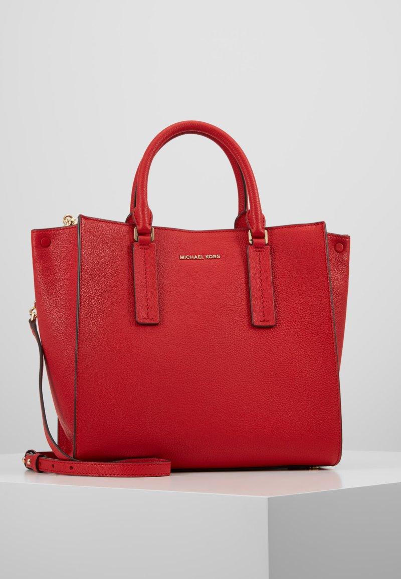 MICHAEL Michael Kors - ALESSA SATCHEL - Håndtasker - bright red