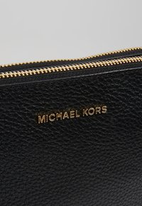 MICHAEL Michael Kors - CROSSBODIES POUCH BODY - Across body bag - black - 5