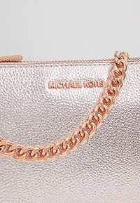 MICHAEL Michael Kors - EXCLUSIVE CHAIN POUCHETTE - Clutch - soft pink - 6