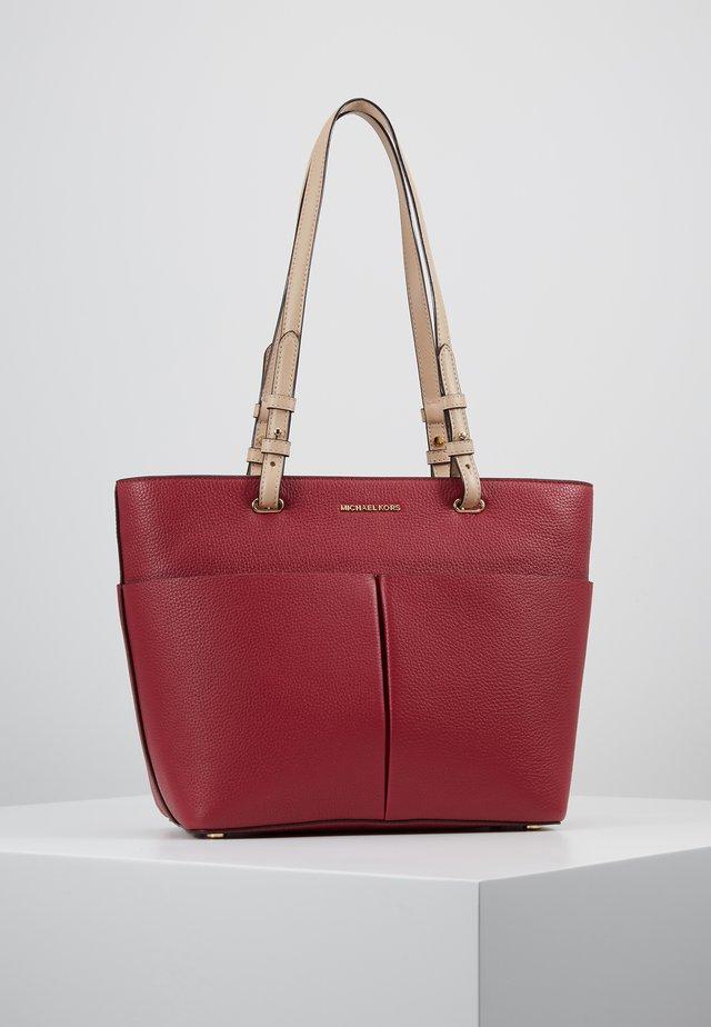 BEDFORD POCKET TOTE - Handbag - berry