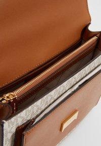 MICHAEL Michael Kors - JADE - Handbag - vanilla - 4